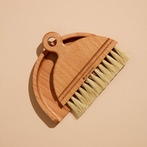 Iris Hantverk - Table Brush Set