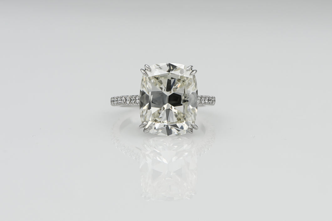 Cushion 8.32 Carats | Platinum Band Engagement Ring