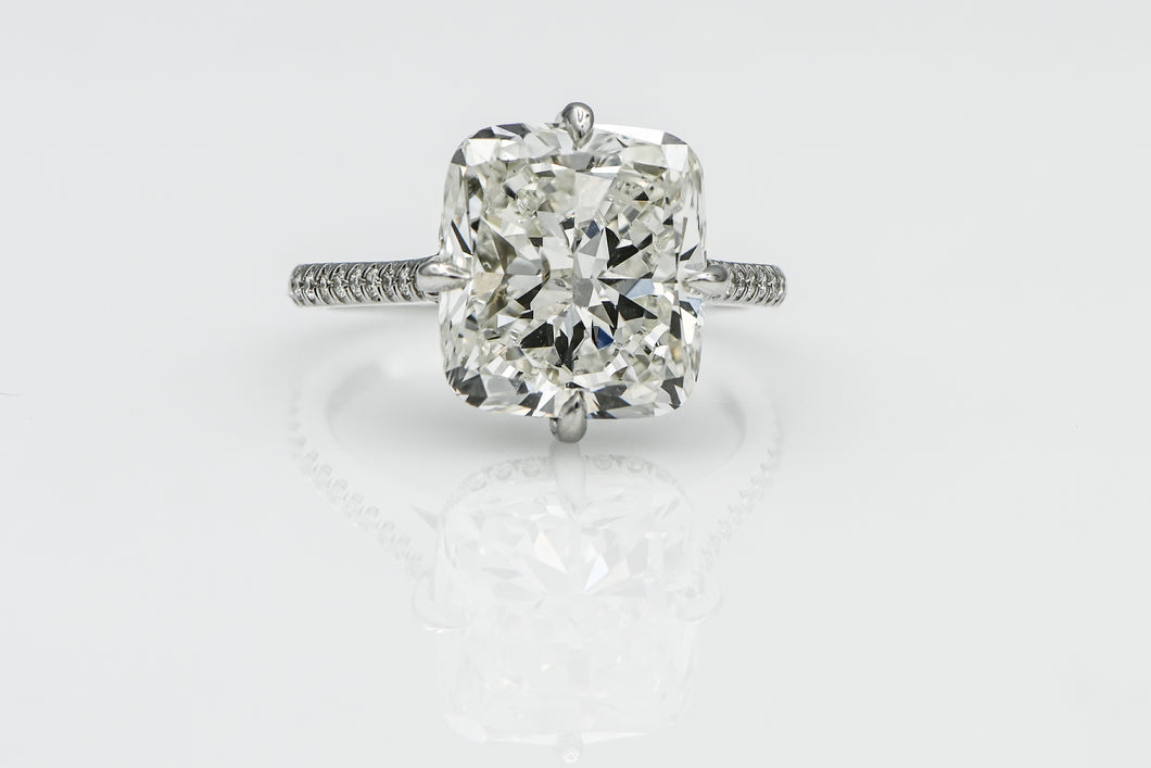 Cushion 7.02 Carats | Platinum Band Engagement Ring
