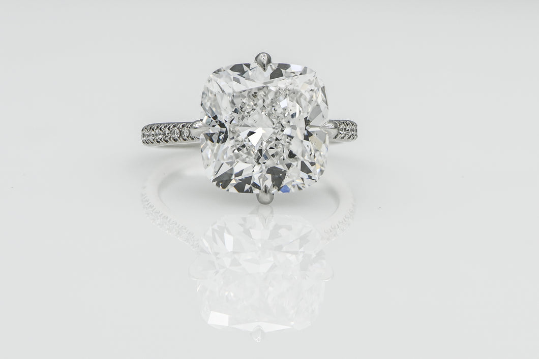 Cushion 9.25 Carats | Platinum Band Engagement Ring