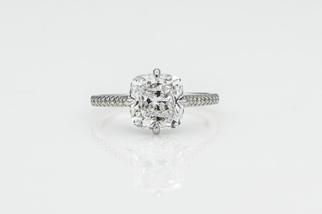 Cushion 3.02 Carats | Platinum Band Engagement Ring