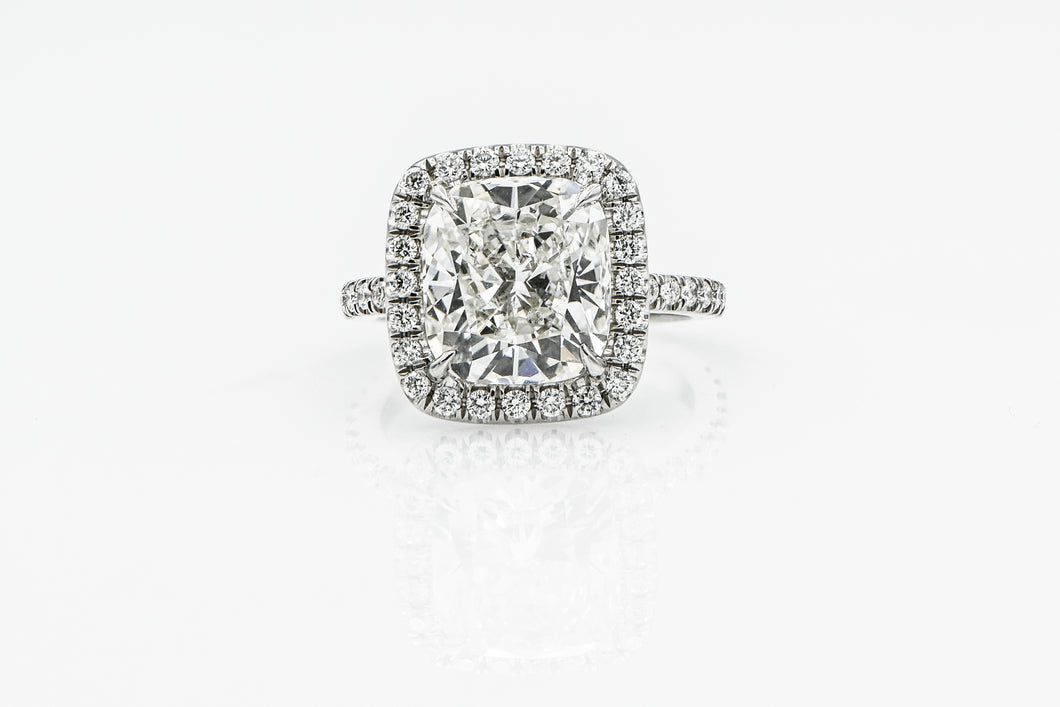 Cushion 4.24 Carats | Platinum Band Engagement Ring