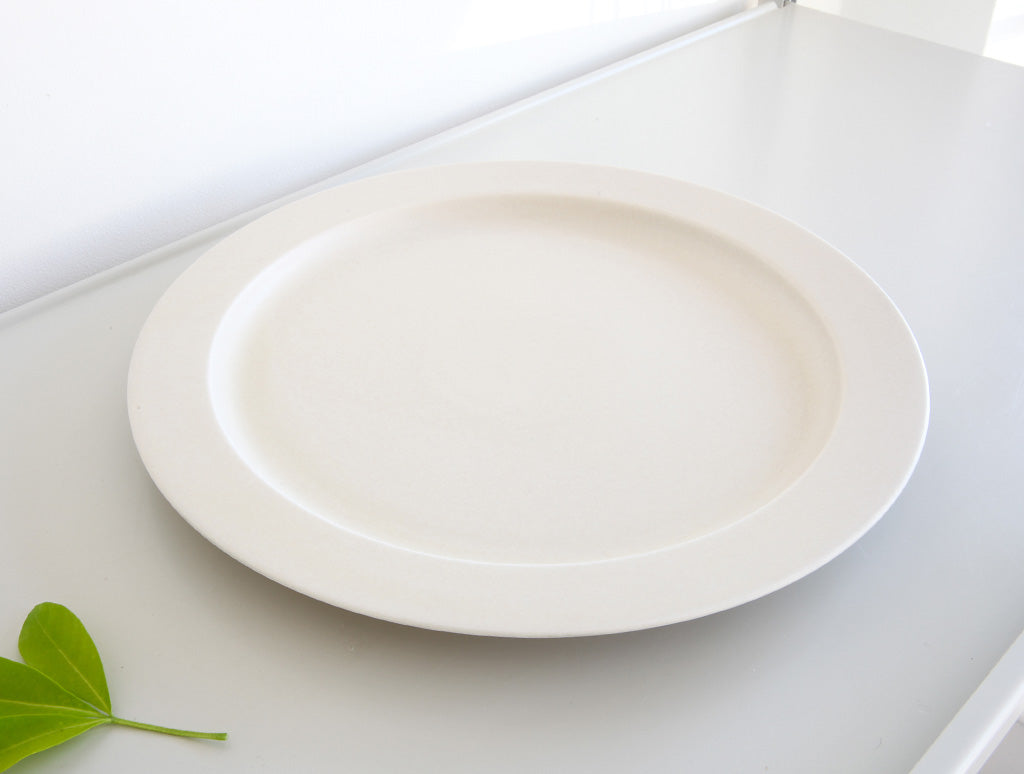 Large Ivory Plate by Yumiko iihoshi at OEN Shop