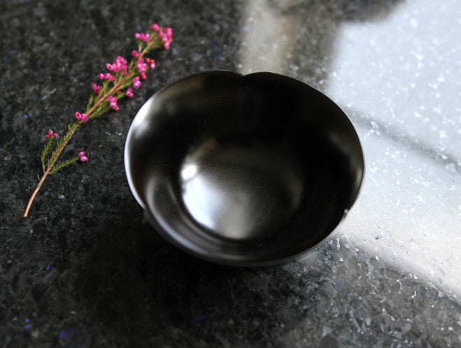 Black Flower Bowl by Maiko Okuno at OEN Shop