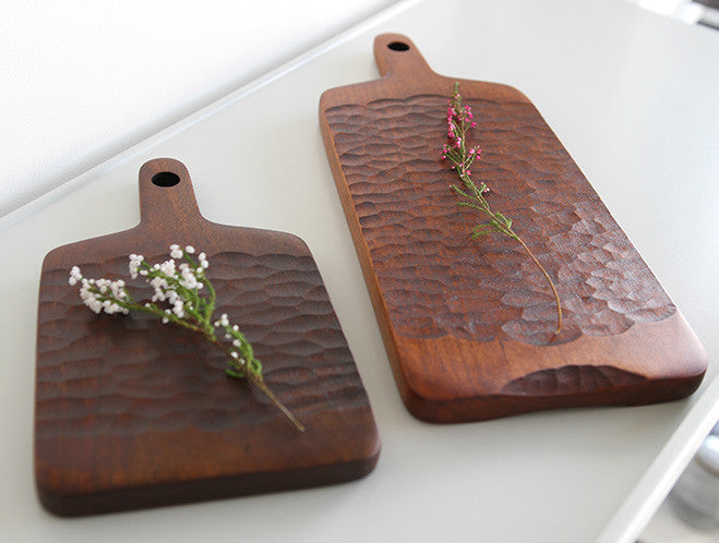 Carved Walnut Chopping Board by Atelier tree song at OEN Shop