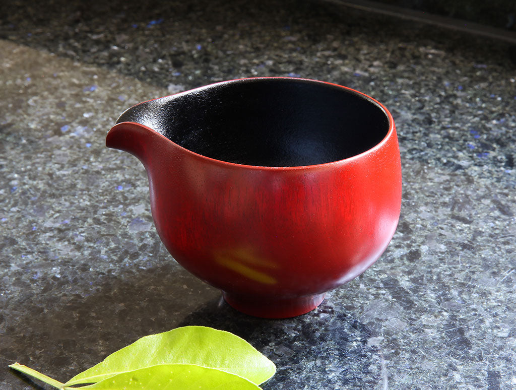 Lipped Lacquer Vessel by Maiko Okuno at OEN Shop