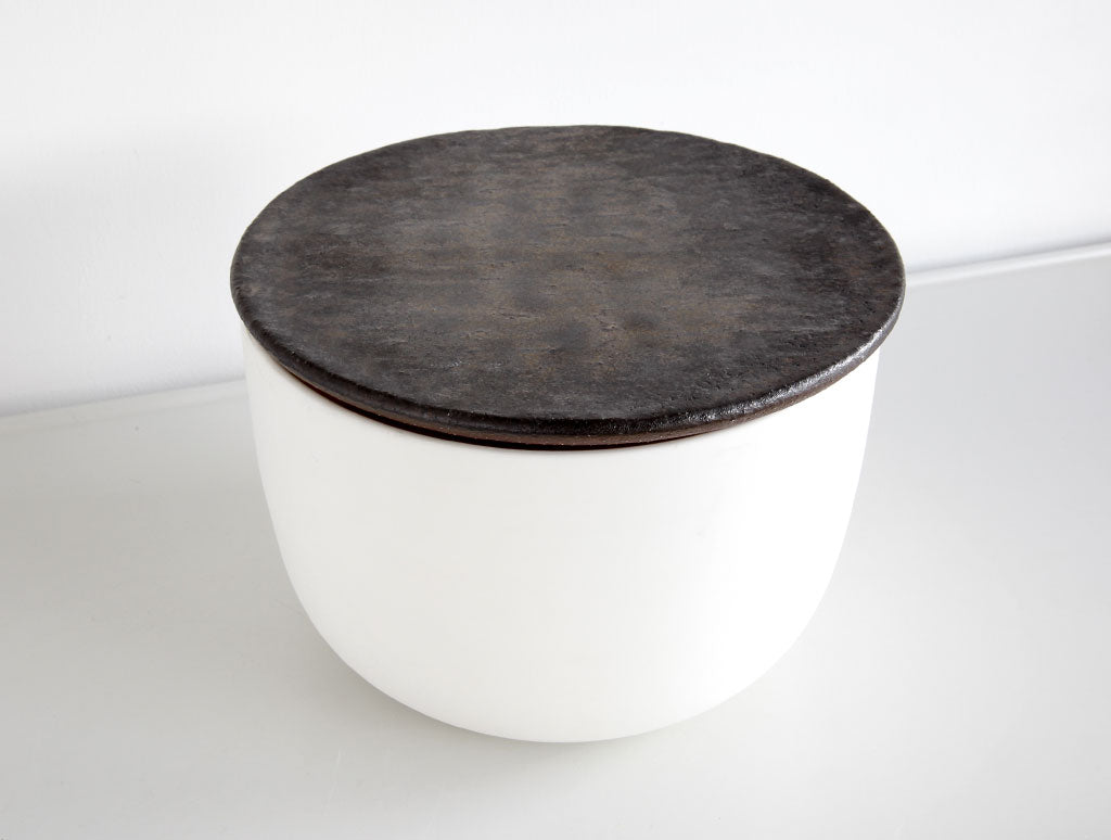 White & Black Lidded Mizusashi by Mushimegane Books at OEN Shop