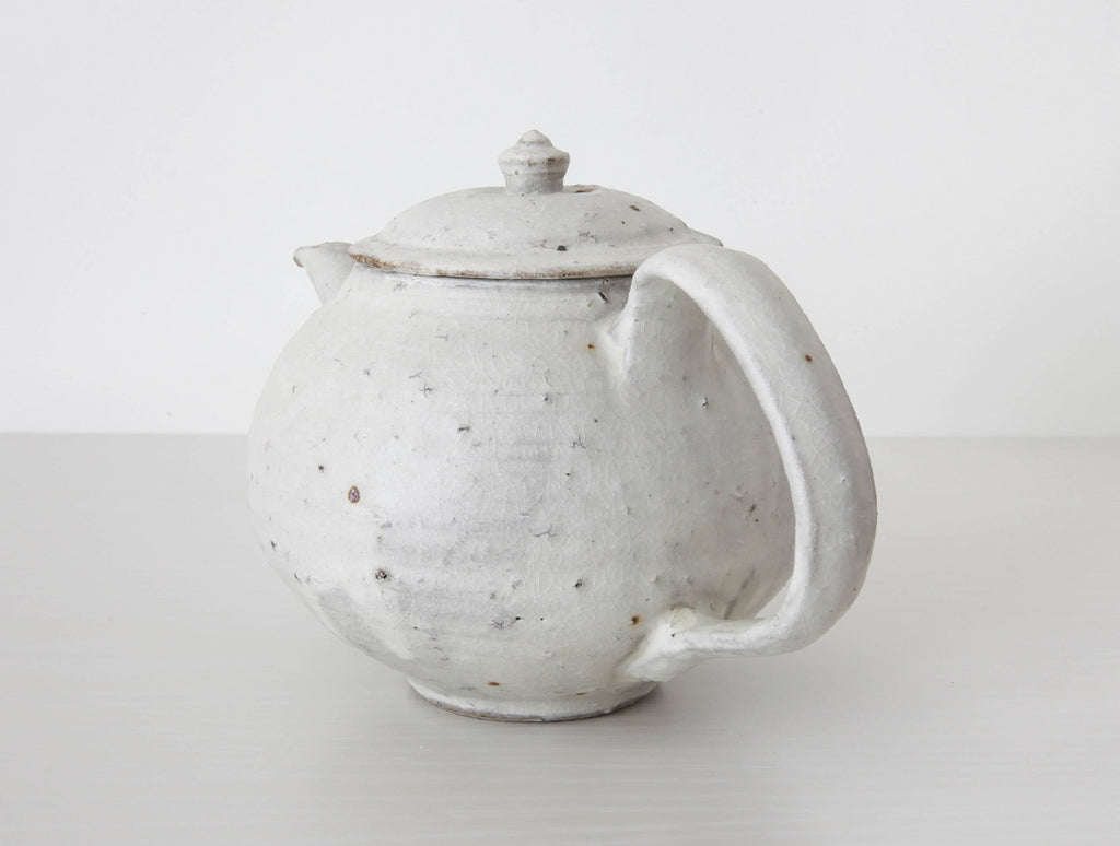 Spotted White Teapot by Shinko Nakanishi at OEN Shop