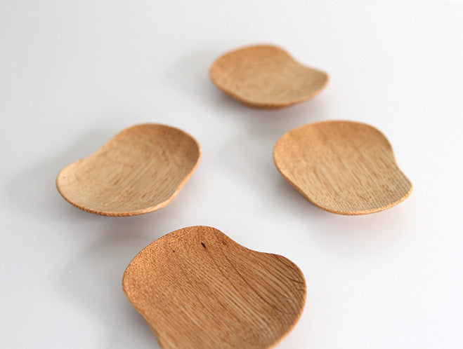 Small Oak Rest by Maiko Okuno at OEN Shop
