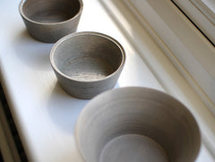 White Lacquer Ash Cup by Hiroyuki Sugawara at OEN Shop