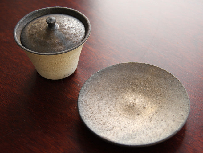 Hibi Kesho Tea Cup with Lid by Shinobu Hashimoto at OEN Shop