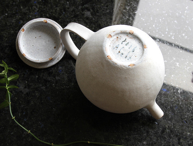 White Teapot by Makoto Asebi at OEN Shop