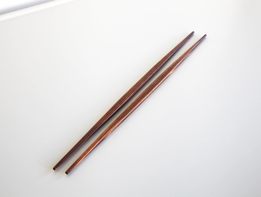 Brown Urushi Chopsticks by Studio KUKU at OEN Shop
