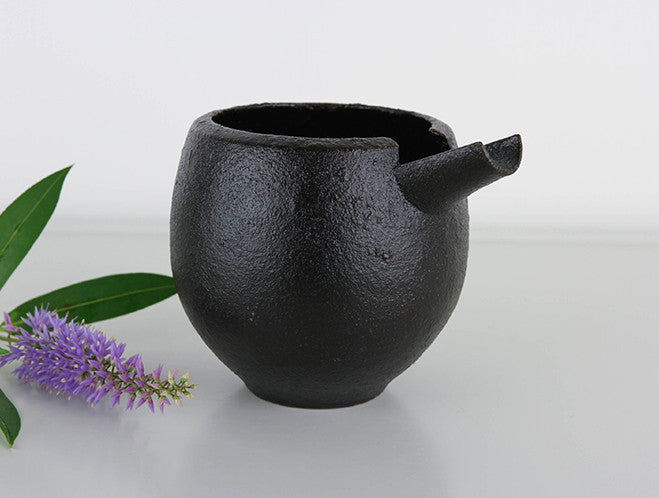 Makiji Pouring Vessel