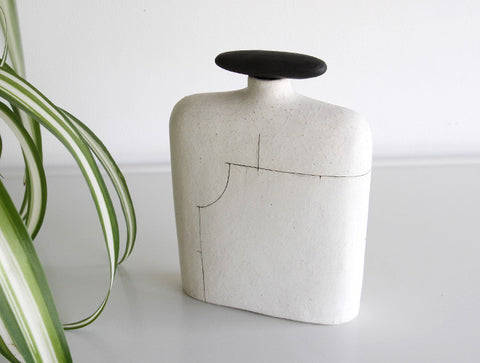 Wide Line Vase by Keiichi Tanaka