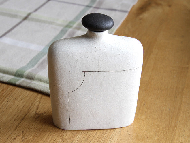 Wide Line Vase by Keiichi Tanaka at OEN Shop
