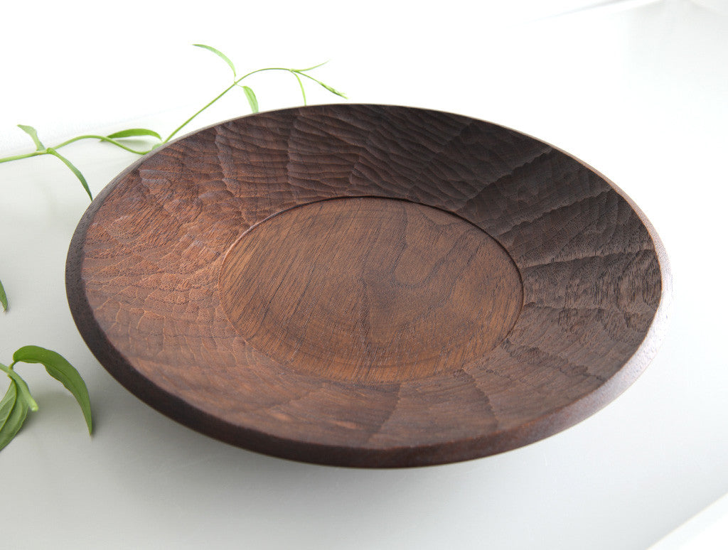 Carved Large Walnut Dish by Atelier tree song at OEN Shop