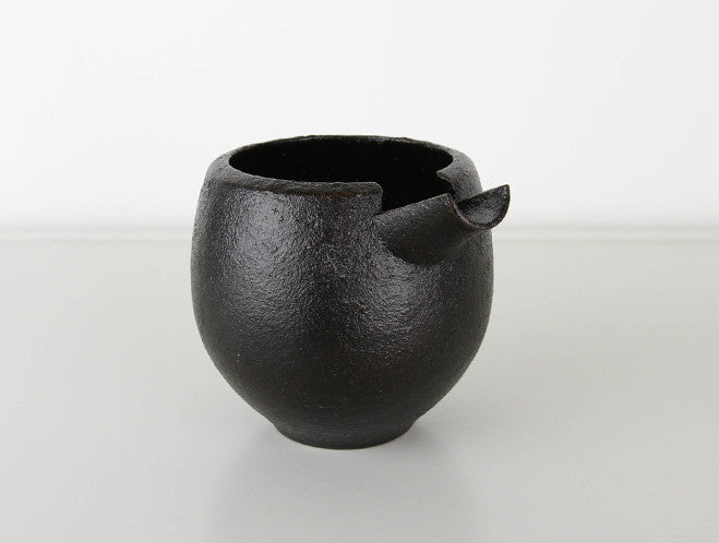 Makiji Pouring Vessel by Yusuke Tazawa at OEN Shop