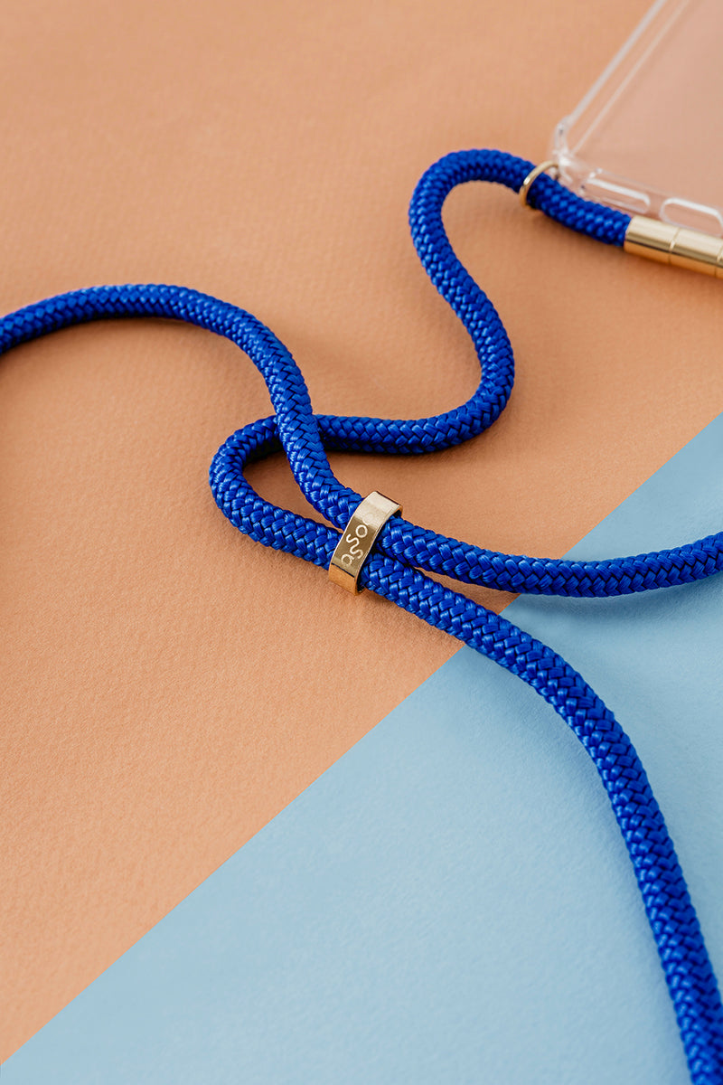 Lassoo Electric Blue Cord and maximum protection Case. Exchange the Cord on your smartphone lanyard to match any fashion outfit.