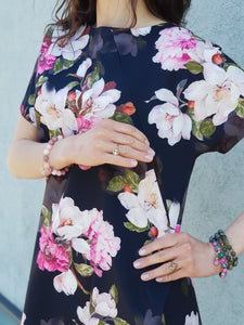 "Breastfeeding blouse ""Black with flowers"""