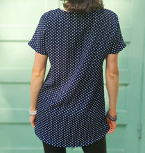 "Load image into Gallery viewer, Breastfeeding blouse ""Navy blue - polka dots"""