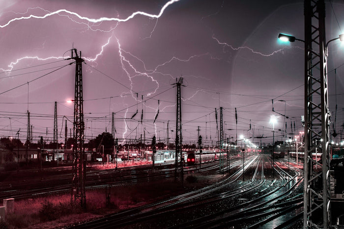 "Lightning Photography: The ""Old School"" Way vs Lightning Trigger"