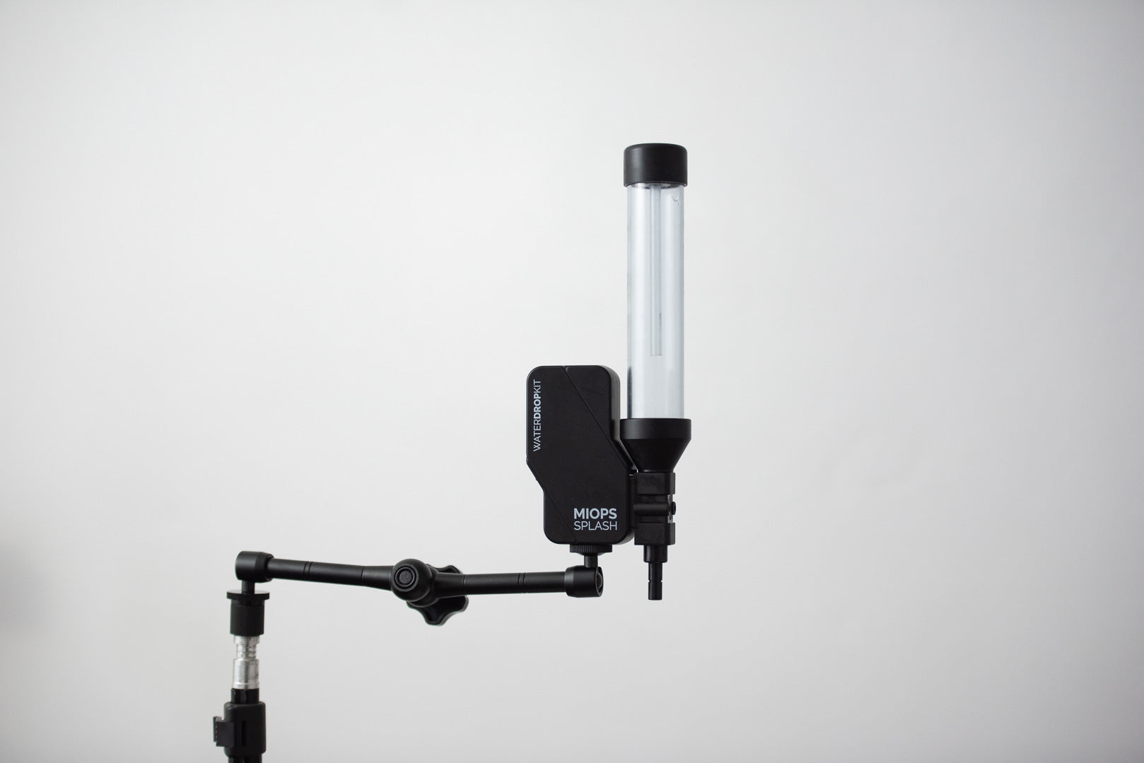 The Splash Water Drop Kit fits to a light stand via the Splash Holder supplied in the box