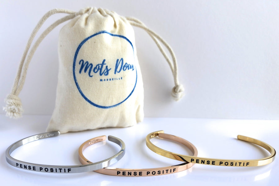 Inspirational French message bracelet, uplifting French mantra. Cute cuff reminder engraved with French words of positivity and encouragement. Minimalist, elegant bracelet promoting an optimism and positive lifestyle. Be different, be unique say it in French. Pense positif, Think positive.