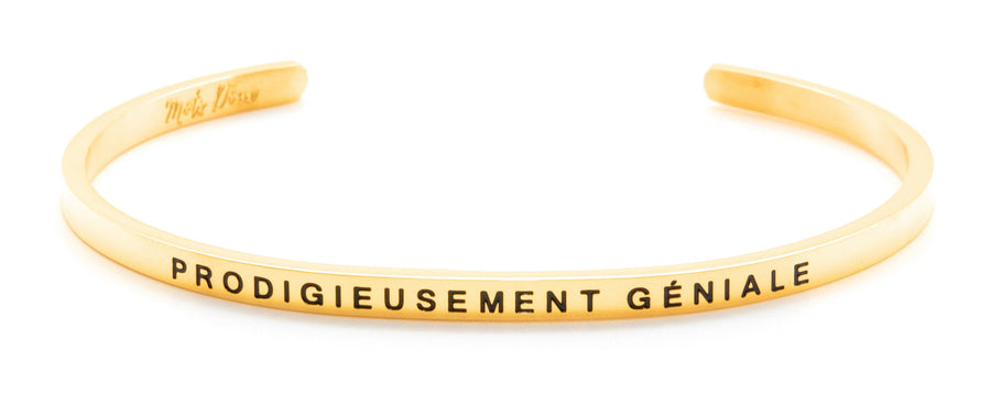 Inspirational French message bracelet, with Mots Doux, wear your French inspiration daily! Cute cuff reminder engraved with French words of positivity and encouragement. Minimalist, elegant bracelet promoting an optimism and positive lifestyle. Be different, be unique say it in French. CROIS EN TOI, BELIEVE IN YOURSELF. French mantra. LA TETE DANS LES ETOILES_THE HEAD IN THE CLOUDS_ LA VIE EN ROSE_LIFE IN PINK_PENSE POSITIF_THINK POSITIVE_PRODIGIEUSEMENT GENIALE_PRODIGIOUSLY AWESOME