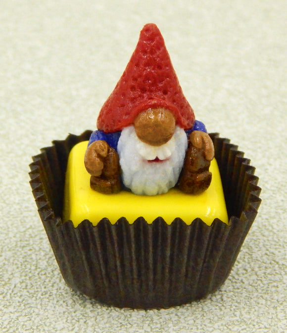Gnome with Red Hat Petit Four