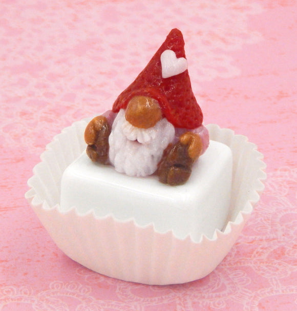 Valentine Gnome with Red Hat Petit Four
