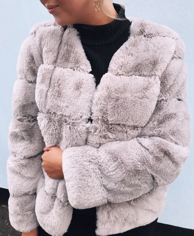Chloé short faux fur light grey