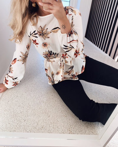 Lucy blouse flower