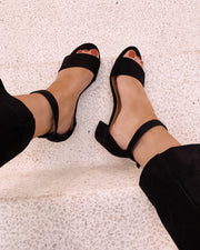 Heeled black sandal duffy
