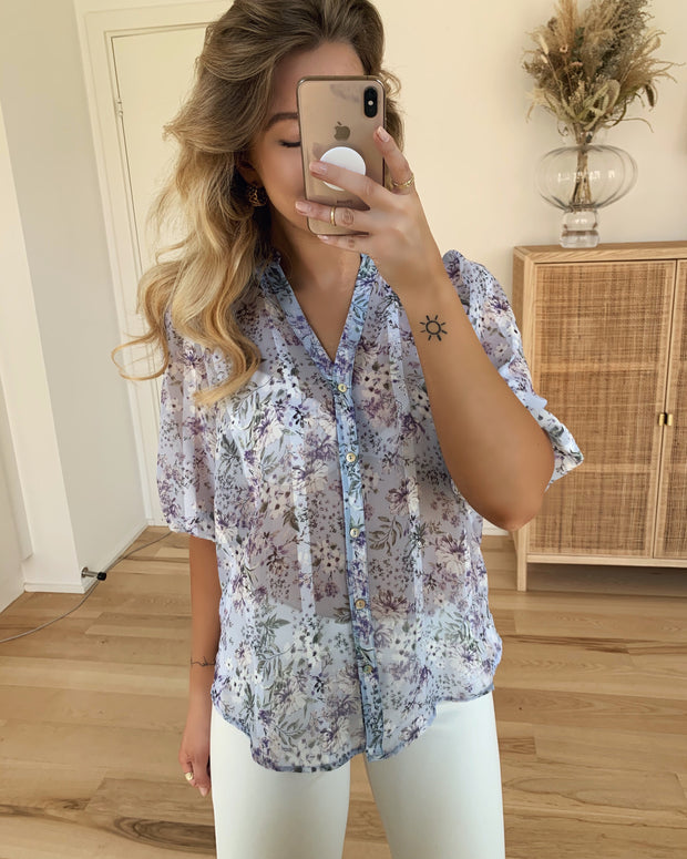 Esla shirt light blue flower
