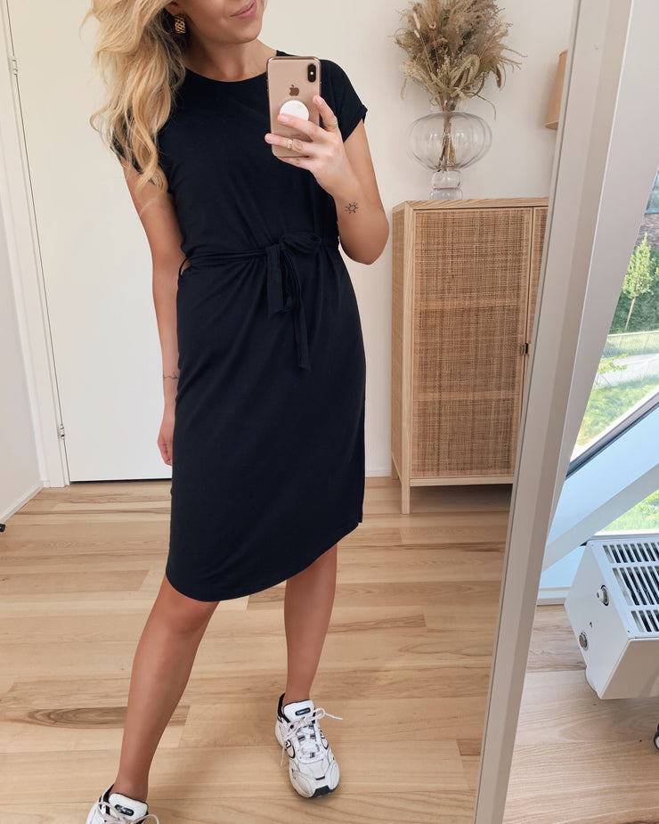 Ava plain ss knee dress black