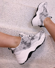 Chunky sneakers snake