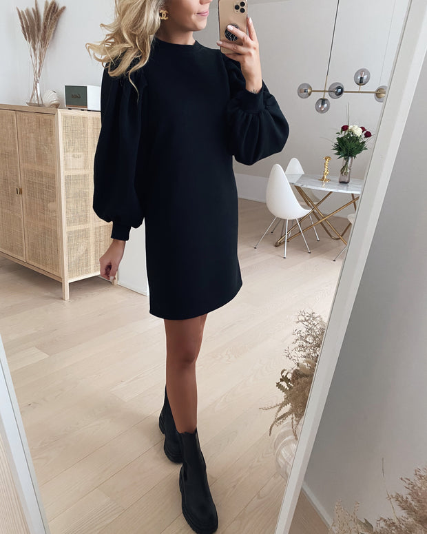 Natalie l/s pleat dress black