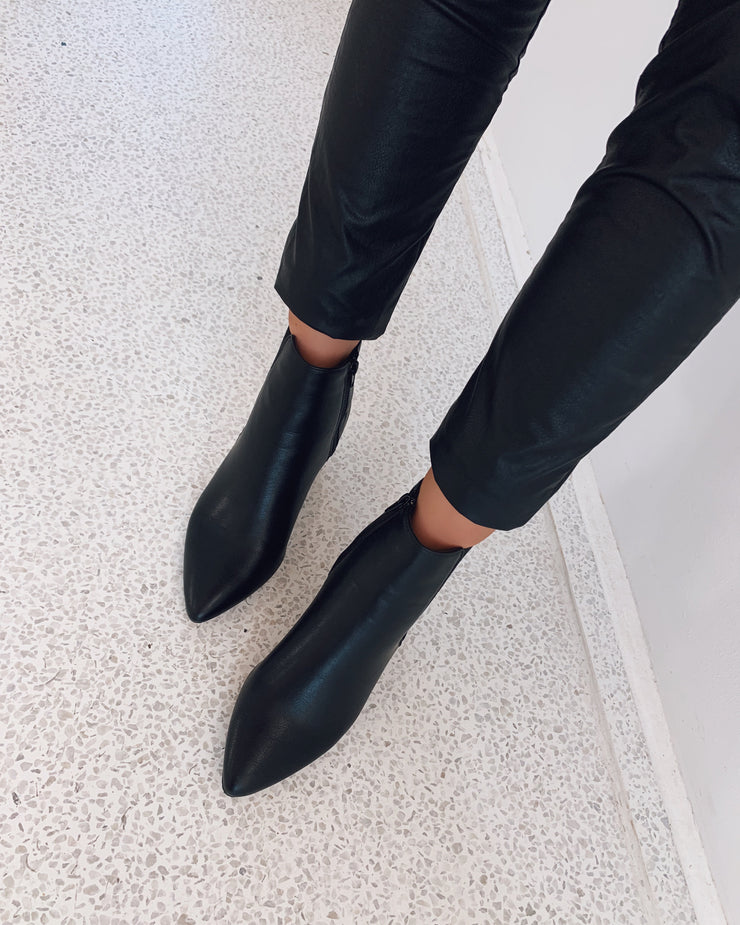 New pointy boots black