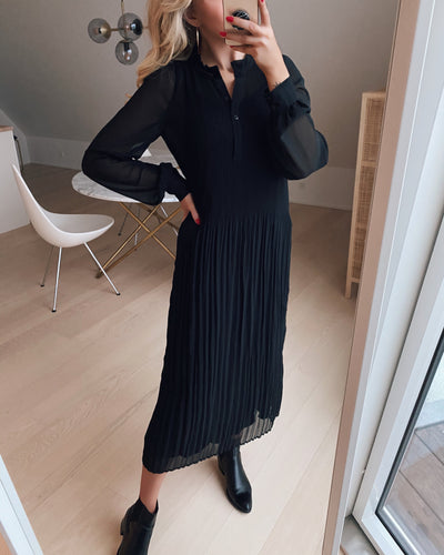 Vikia dress black