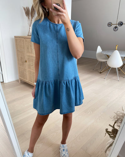 Emilia s/s dress medium blue denim - FORUDBESTILLING LEV. UGE 15