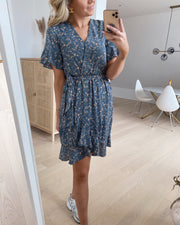 New greto dress blue/flower - FORUDBESTILLING LEV. UGE 21