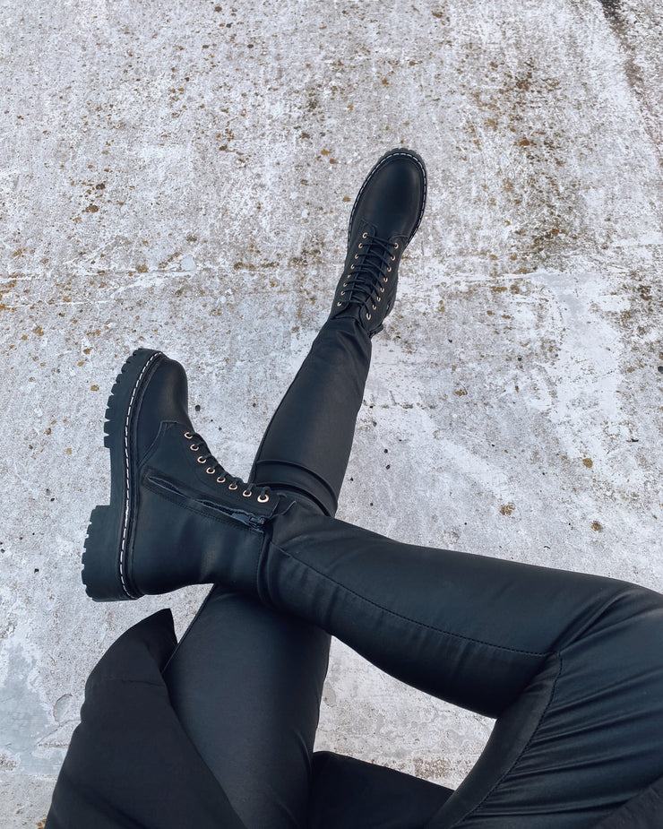 New chunky boots black