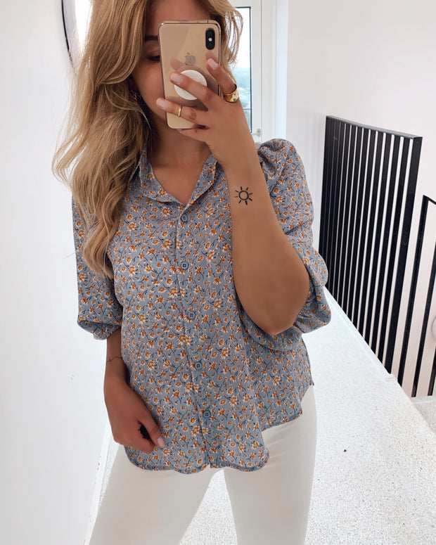 Gold shirt light blue/flower