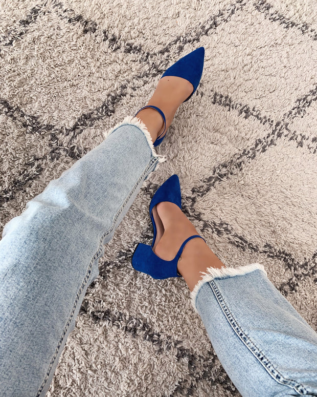 Pointed toe sandal royal blue