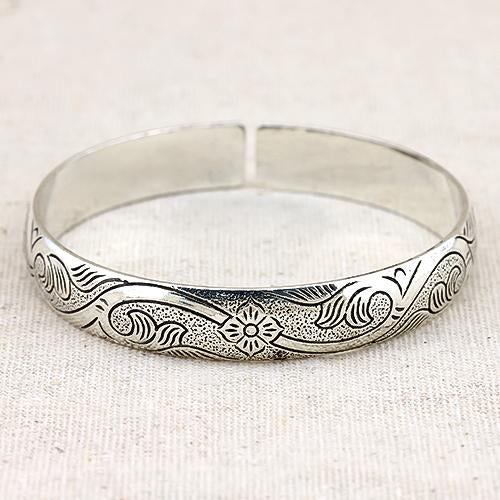 SPLENDID ! ANTIQUE SILVER ADJUSTABLE LUCKY BANGLE