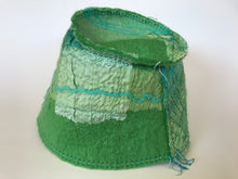 Load image into Gallery viewer, Woollen hat, hand felted