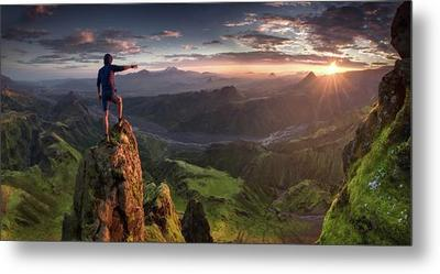 files/first-contact-max-rive.jpg
