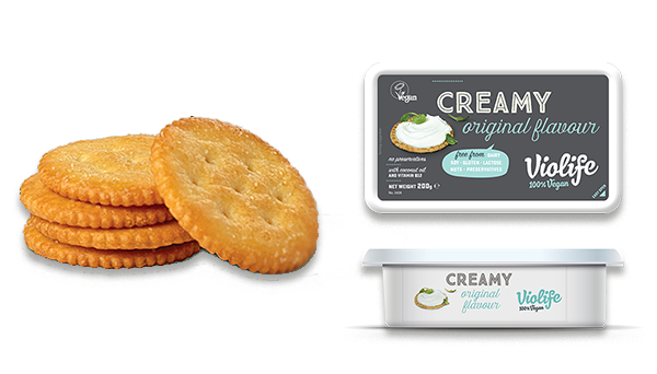 Vegan cream cheese with crackers
