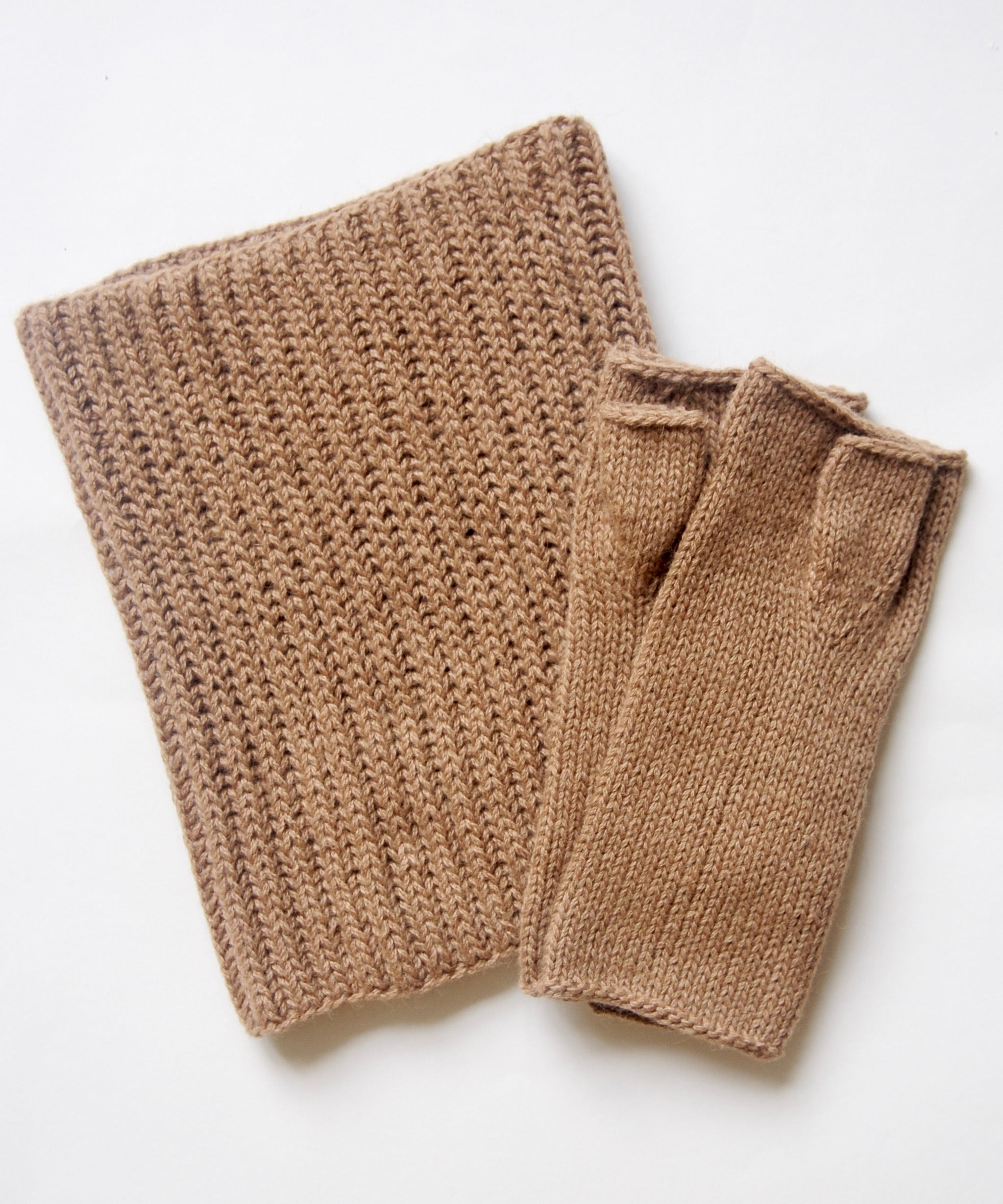 Camel-knitwear-made-in-the-uk-fishermans-scarf-fingerless-gloves